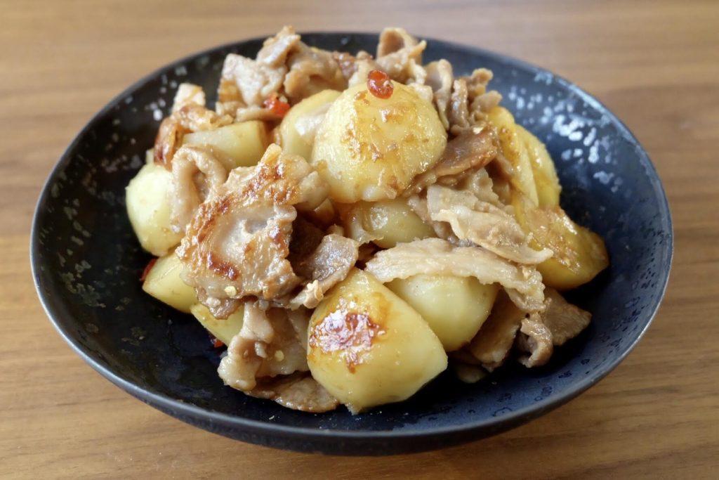 豚肉とじゃが芋のにんにく炒め