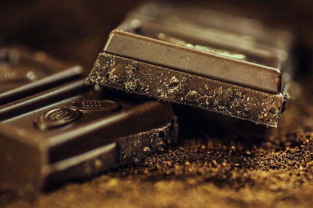 ダイエット中のお菓子の代わりなら、カカオ70%チョコレートがおすすめです