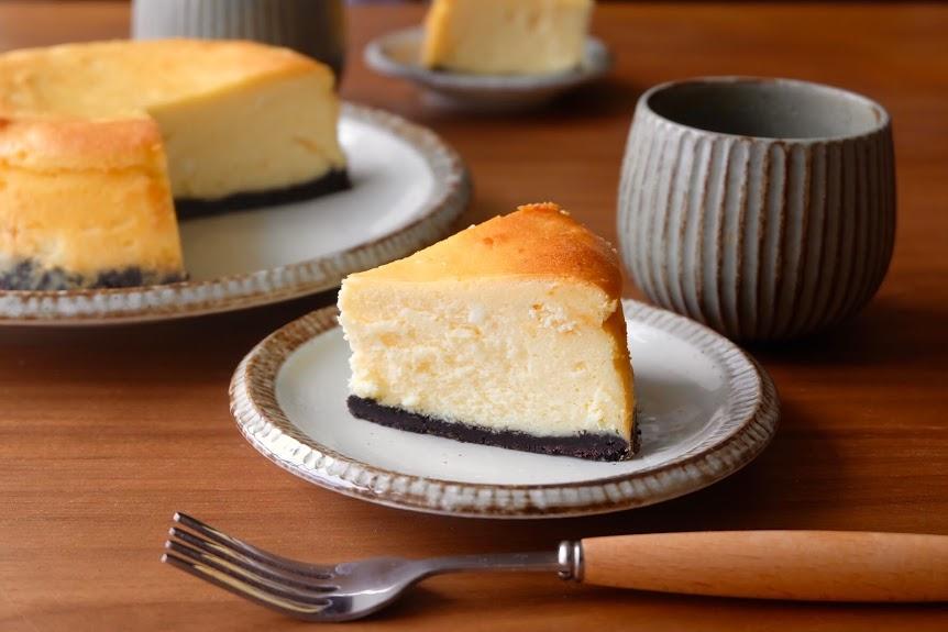 混ぜるだけ♪濃厚ベイクドチーズケーキ【お菓子・デザートレシピ】