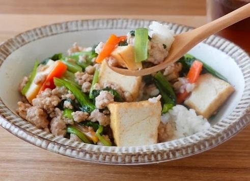 厚揚げと野菜のとろみあん丼【平日の時短ごはんレシピ】