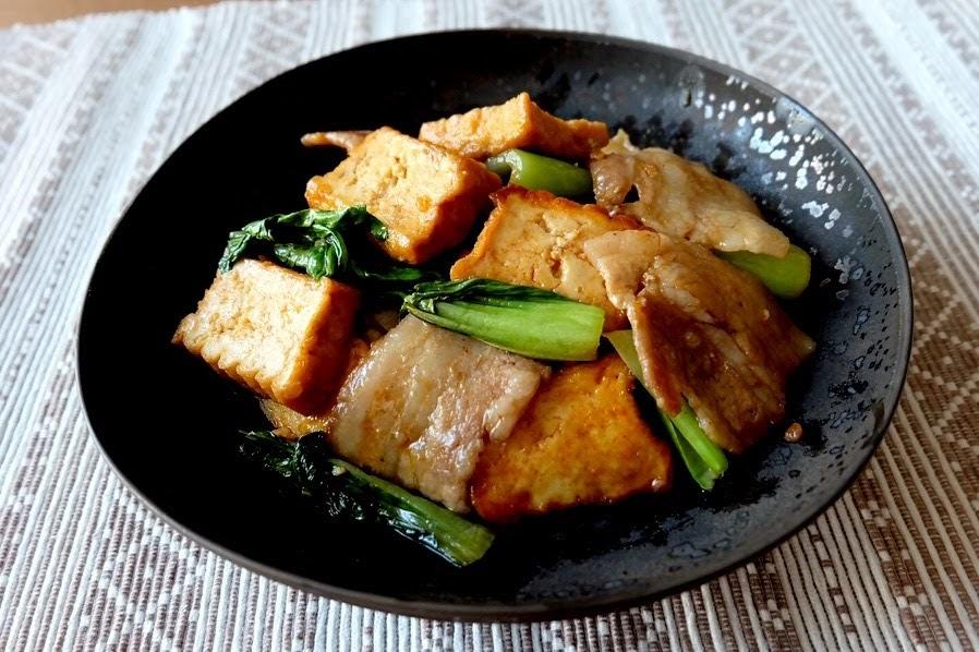 厚揚げと豚バラのピリ辛炒め【平日の時短ごはんレシピ】