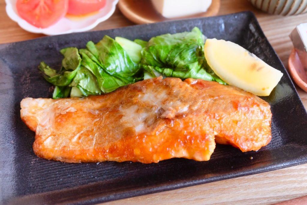 【超簡単10分】しっとり♪鮭のムニエル【平日の時短ごはんレシピ】