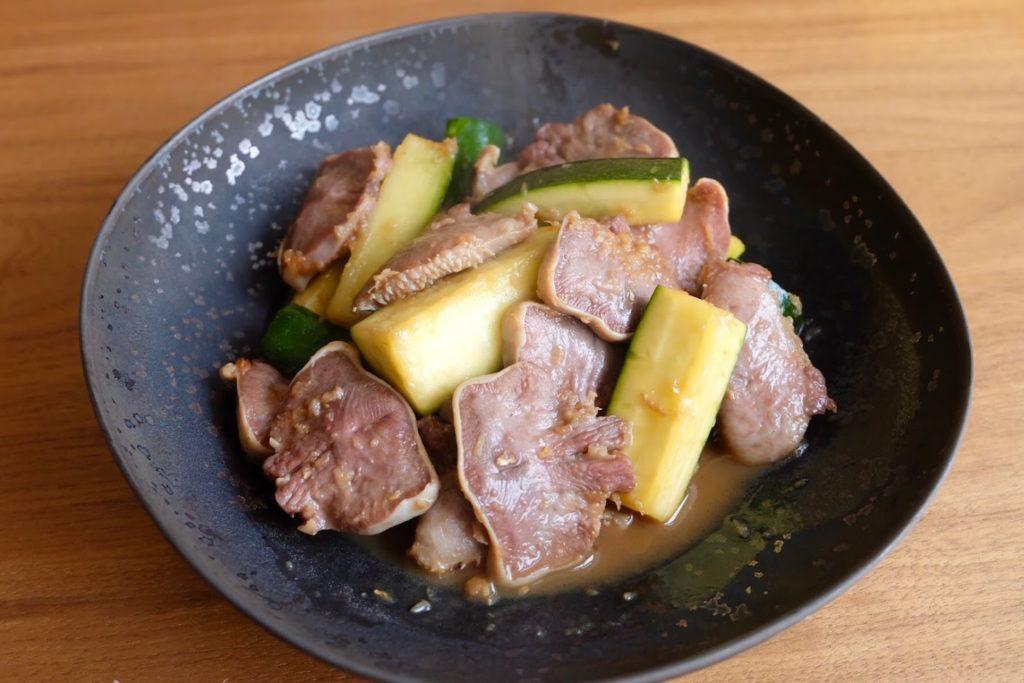 さっぱり♪豚肉とズッキーニの香味だれ【平日の時短ごはんレシピ】