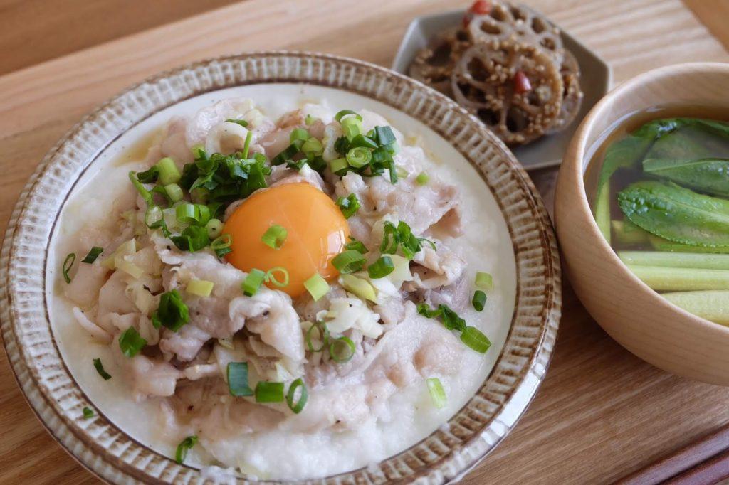 塩だれでさっぱり♪豚バラとろろ丼【平日の時短ごはんレシピ】