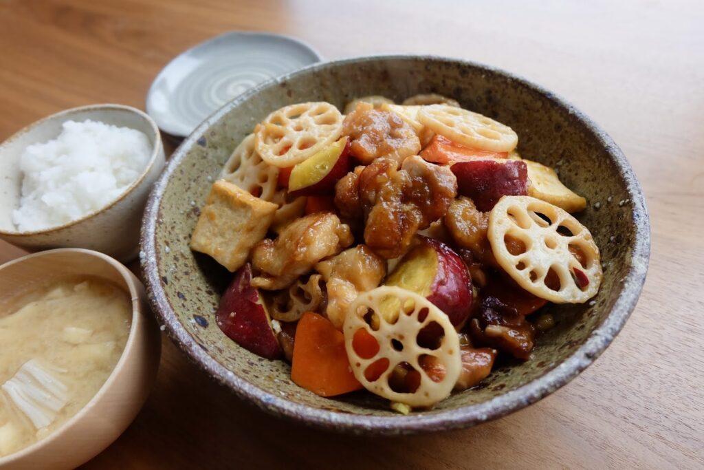超簡単♪鶏肉と厚揚げと冬野菜の黒酢あん【平日の時短ごはんレシピ】