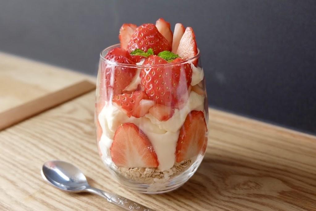 【超簡単20分】苺のチーズケーキパフェ【バレンタイン】