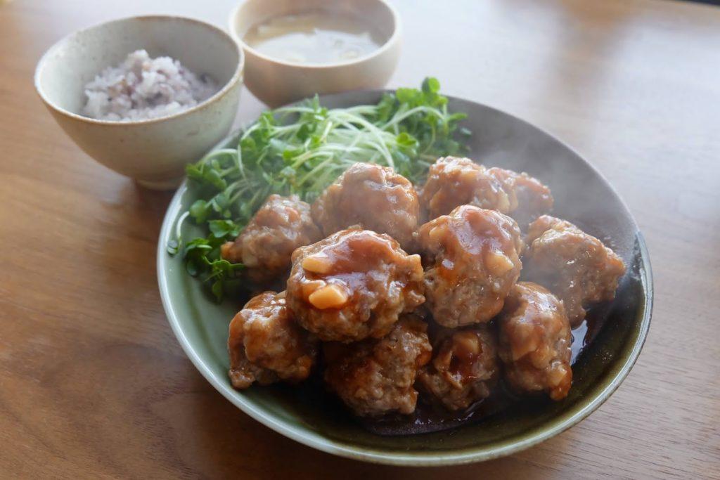 【簡単】蓮根入り♪デカ肉団子の甘酢だれ【平日の時短レシピ】