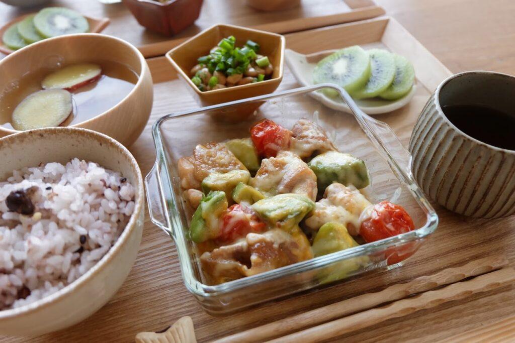 【簡単】アボカドと鶏肉のチーズ焼き 【平日の時短ごはんレシピ】