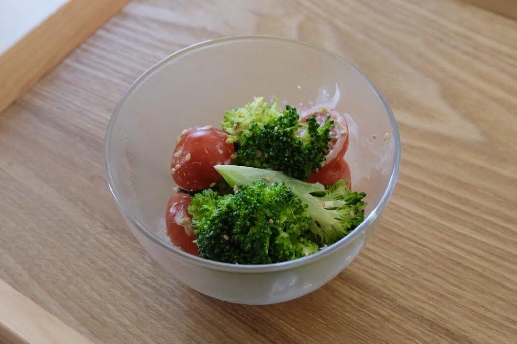 ブロッコリーとトマトのごまマヨサラダ 【平日の時短ごはんレシピ】