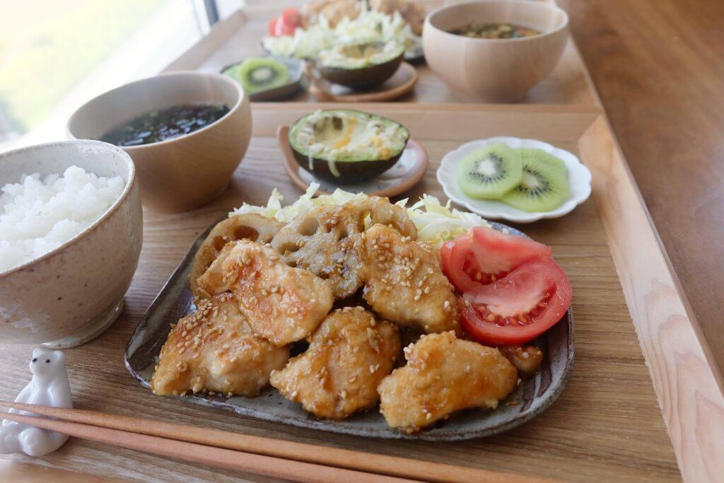 しっとり鶏むね肉と蓮根の照り焼き【平日の時短ごはんレシピ】
