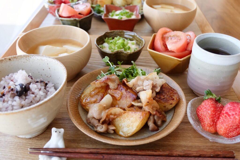 豚肉とじゃが芋のにんにく炒め【平日の時短ごはんレシピ】
