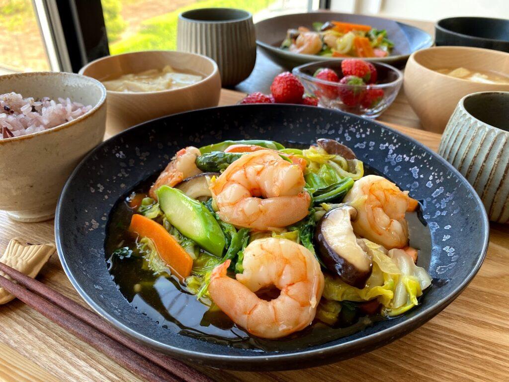 簡単♪ぷりぷり海老と春野菜の五宝菜【平日の時短ごはんレシピ】