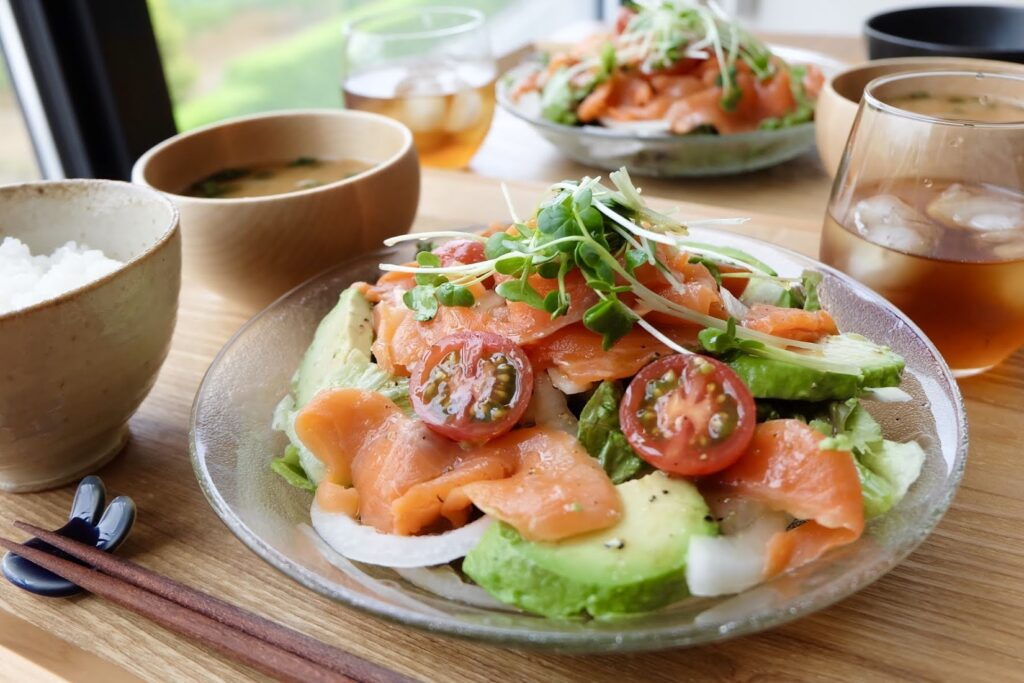 サーモンとアボカドのカルパッチョ風サラダ【平日の時短ごはん】