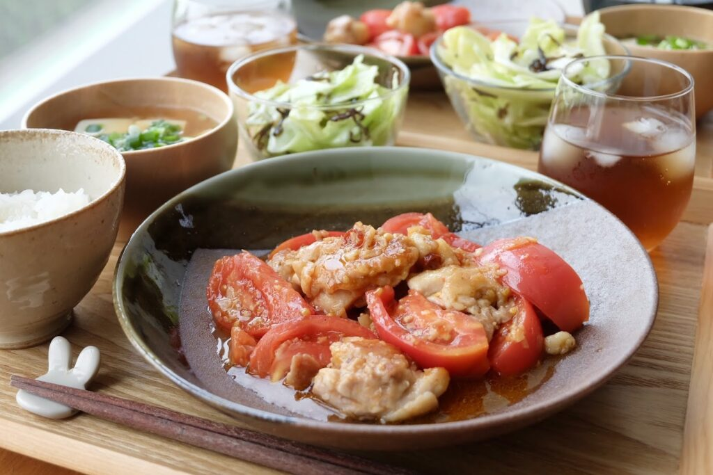 鶏肉とトマトのにんにく炒め【平日の時短ごはん】