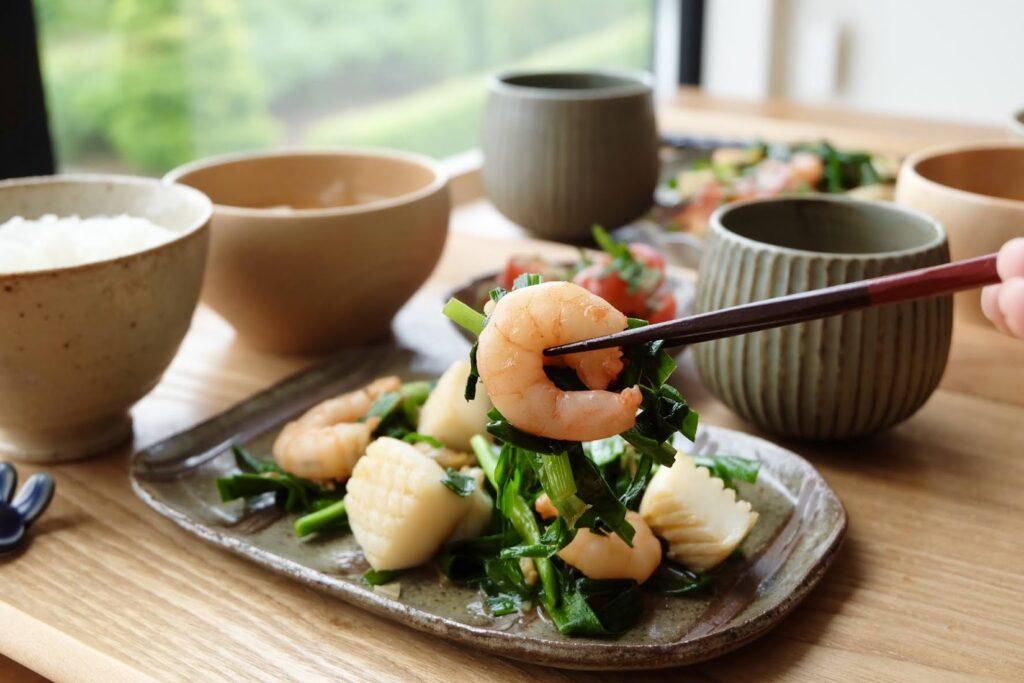 簡単♪ニラと海鮮のガーリック炒め【平日の時短ごはん】