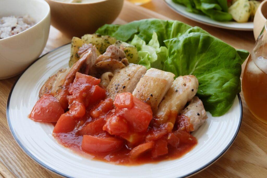 簡単♪ガーリックチキンのトマトソース【平日の時短ごはん】